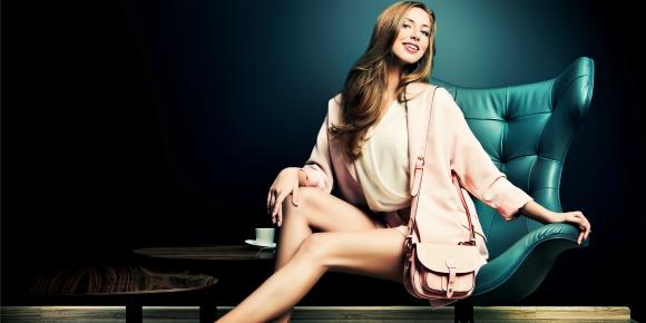 姿勢の美しい女性はモテる!?座る姿勢や立ち姿を綺麗にする方法のイメージ画像