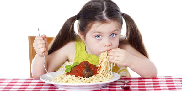 デートの食事は落とし穴が一杯!男が嫌う女性のNGな食べ方とはのイメージ画像
