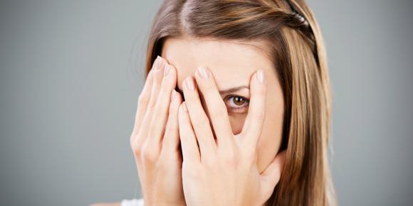 内気な性格を直したい!片思い相手に勇気を出して声をかける方法のイメージ画像