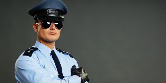 【職業別恋愛白書】警察官の男性と付き合うメリット・デメリットのイメージ画像