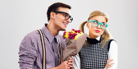 一緒に歩けない?!服がダサい彼氏を持つ女の子のための解決法のイメージ画像