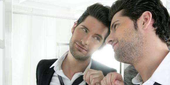 「ナルシスト男の特徴」こんな人とは恋を避けた方がいい理由のイメージ画像