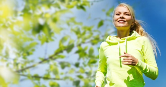 ジョギングしている女性