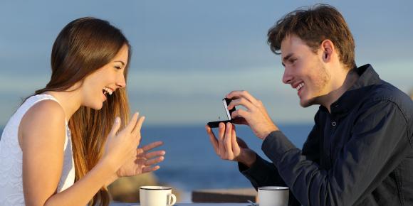嬉しいプロポーズ!しかし、悲劇に?女性が気をつけたいこと6選のイメージ画像